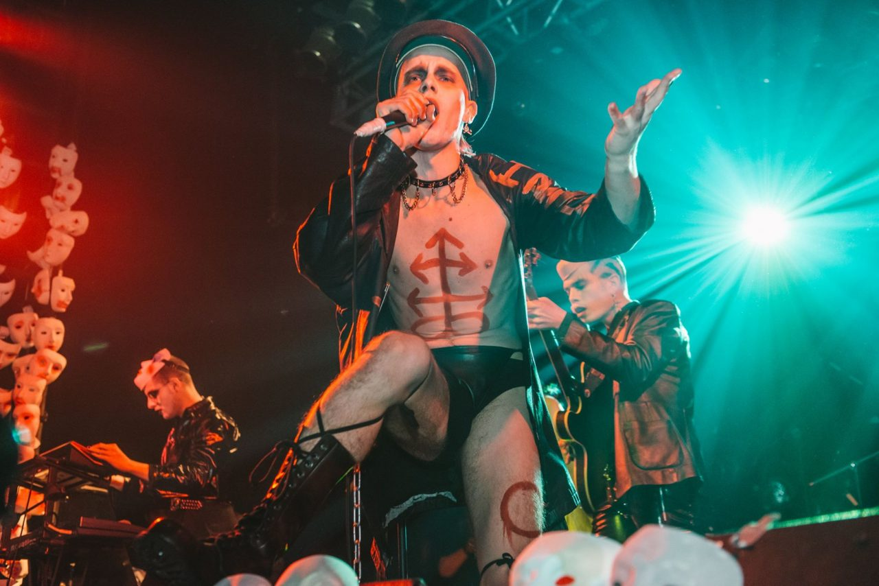 HMLTD's Henry Spychalski was a neo glam punk vision at Electric Ballroom. Photo: Carolina Faruolo